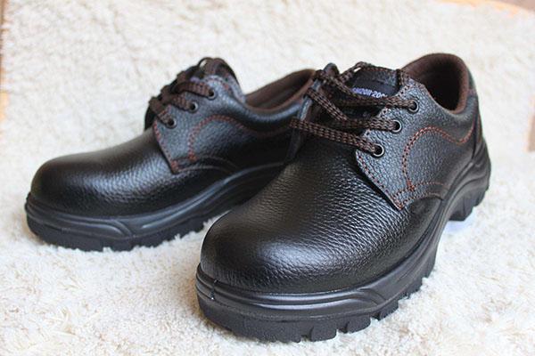 劳保鞋为什么要选用橡胶底